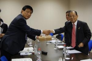 이계철 방통위 위원장, APEC 회원국과와의 면담 (사진제공: 방송통신위원회)