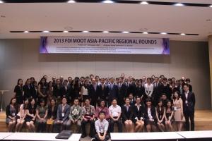 2013년 대회 참가자 단체사진이다. (사진제공: 대한상사중재원)