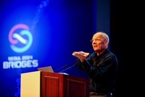카를로 H.세퀸 캘리포니아 대학 교수가 '레고 매듭'이란 강연을 펼치고 있다. (사진제공: 국립과천과학관)