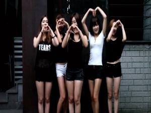 소리아밴드 아이스버킷챌린지 영상 캡처 (왼쪽부터 혜정, 타야, 쏘이, 청아, 하늬)
