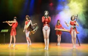 소리아밴드 사진 (왼쪽부터 청아, 타야, 쏘이, 혜정, 하늬)