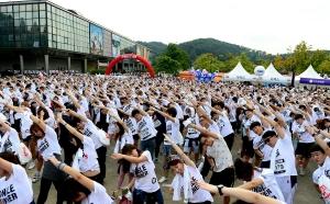 썸타며 달리는 러닝 페스티벌 싱글런, 매력남녀 5천명 몰려 성공리에 개최