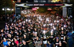 에너자이저 코리아가 지난 11일 오후 7시부터 서울 상암 월드컵공원 평화광장에서 국내 최대 규모의 야간 마라톤 '에너자이저 나이트 레이스 2014'를 성황리에 진행했다. (사진제공: 에너자이저코리아)