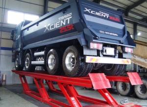 대구 성서공단 상용 하이테크 센터에 설치된 국내 최대 용량의 대형 상용차 전용 리프트, 25톤 트럭도 들어올릴 수 있다. (사진제공: 현대자동차)