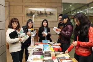 건국대 상허기념도서관은 가을 독서의 계절을 맞아 학생들과 소통하고 도서관 이용문화 홍보를 통한 면학분위기 조성을 위해 29일부터 31일까지 2014년 상허기념도서관 문화행사를 개최한다. (사진제공: 건국대학교)