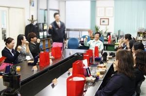 소비자중심경영(CCM)을 펼치고 있는 엔유씨전자(대표 김종부)가 24일 고객평가단 3팀 위촉식을 실시했다. (사진제공: 엔유씨전자)