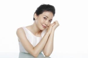 배우 이보영이 안내삽입렌즈 아쿠아 ICL 전속 모델로 발탁됐다.
