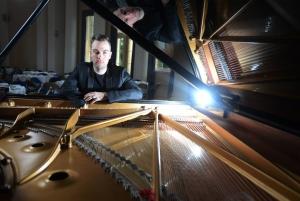 가장 젊은 단 한명의 왼손 피아니스트