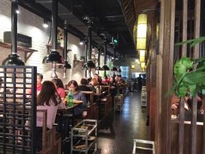 상해푸동점에서 한국식 BBQ를 맛보는 중국인들