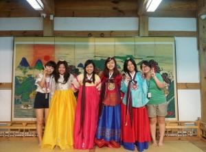 하이서울유스호스텔이 투숙객을 위한 다양한 무료 한국문화체험을 제공하고 있다.
