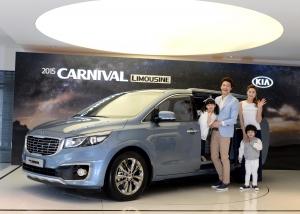 기아자동차는 30일 서울 압구정동 기아차 국내영업본부 사옥에서 2015 카니발의 사진발표회를 갖고 본격적인 판매에 돌입했다