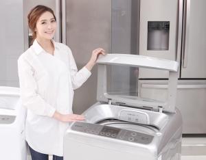동부대우전자가  2일 지난 1년 동안 준비한 글로벌 플랫폼 프로젝트의 첫 번째 신제품인 공기방울(에어버블) 4D 세탁기를 출시했다.