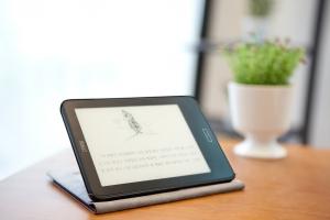 알라딘이 새 전자책 단말기 크레마 카르타를 판매한다 (사진제공: 알라딘)