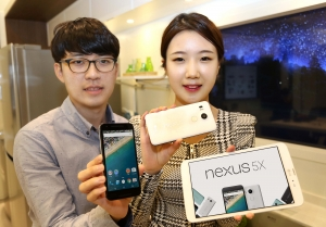 LG유플러스가 구글의 레퍼런스 스마트폰 LG 넥서스5X를 21일 출시했다 (사진제공: LG유플러스)