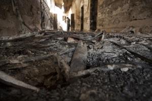 2015년 10월 14일 아프가니스탄 북부에 있는 국경없는의사회 쿤두즈 외상 센터 복도에 보이는 잔해들 (사진제공: 국경없는의사회)