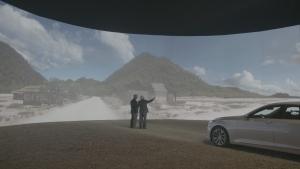 현대자동차그룹은 지난 20일(금) 유튜브(YouTube)를 통해서 공개한 '고잉홈(Going Home)' 캠페인 영상이 일주일 만에 조회수 1천만 건을 돌파했다고 29일(일) 밝혔다. 사진은 캠페인 주인공이 아들과 함께 3D 영상으로 구현된 가상의 고향을 보고 있는 모습 (사진제공: 현대기아자동차그룹)