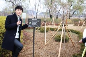 박시환 숲 조성을 축하하는 행사가 28일 가수 박시환이 직접 참여한 가운데 열렸다 (사진제공: 트리플래닛)