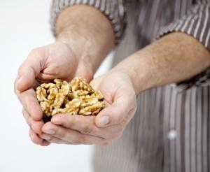 호두 28g(1온스)의 실제 체내 흡수 칼로리가 기존 미농무에서 발표한 185kcal보다 39칼로리 가량 적은 146kcal라는 연구 결과가 국제 학술지 영양학저널을 통해 발표됐다 (사진제공: 캘리포니아 호두협회)