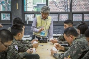 2015 인생나눔교실 군부대 멘토링 활동 모습 (사진제공: 한국문화예술위원회)