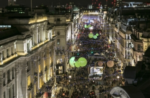 조 말론 런던의 이번 시즌 컬러 초록색을 활용한 리젠트 스트리트 조명 (사진제공: 조 말론 런던)