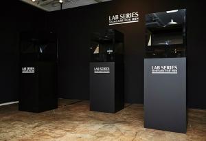 홍익대 재학생들이 랩 시리즈 ' 맥스 엘에스 파워 브이  라인'를 모티브로 제작한 3D 홀로그램 전시 작품 (사진제공: 랩 시리즈)