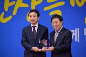 한국몰렉스가 안산시로부터 나눔 문화 확산 유공 표창을 수상했다 (사진제공: 한국몰렉스)