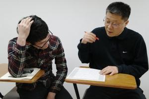 대치동 신우성학원 이백일 선생은 서울교대 정시면접 시험방식을 분석하여 실전면접을 지도한다 (사진제공: 신우성학원)