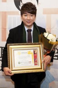 국회교육문화위원장상을 수상한 김희석 교수 (사진제공: 쉼엔터테인먼트)