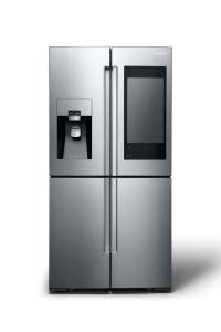 생활가전 부문 CES 2016 혁신상에 빛나는 삼성 패밀리 허브 냉장고는 삼성전자가 최첨단 IoT 기술을 냉장고에 본격적으로 적용한 제품으로, 뛰어난 냉장·냉동 기술로 최적화된 식재료 보관은 물론 더욱 편리한 생활을 제공한다. (사진제공: 삼성전자)