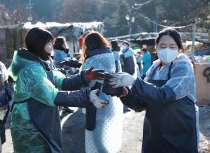에듀챌린지 임직원들이 아이챌린지 사랑의 연탄 나눔을 했다 (사진제공: 에듀챌린지)
