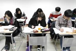 신우성학원에서 학생들이 강의를 듣고 있다 (사진제공: 신우성학원)