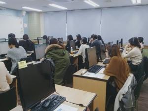 새해 첫 중국어 HSK iBT 시험이 9일 서울 인천 대전 전주 부산 등 22개 도시 43개 고사장에서 동시에 실시된다 (사진제공: 신우성학원)