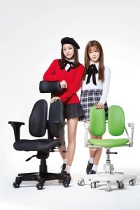 듀오백 광고모델 에이핑크 손나은, 박초롱 (사진제공: 디비케이)