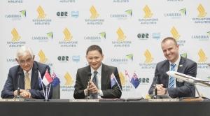 왼쪽부터 캔버라 공항 회장 테리 스노우(Terry Snow), 싱가포르항공 CEO 고 춘 퐁(Goh Choon Phong), 호주 수도 특별 자치구 수석 장관 앤드류 바 (Andrew Barr) (사진제공: 싱가포르항공)
