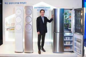 삼성전자 생활가전사업부장 서병삼 부사장이삼성 무풍에어컨 Q9500과 정온냉동으로 냉동실을 통해서도 소비자들에게 신선한 식재료를 선사하는 2016년형 삼성 셰프컬렉션 냉장고를 소개하고 있다 (사진제공: 삼성전자)