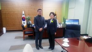 대한카약협회 백영환회장과 송숙희 부산 사상구청장 (사진제공: 대한카약협회)