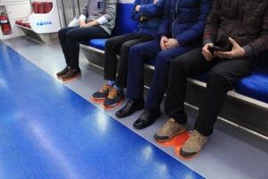 ING생명이 지하철 에티켓 지키기 캠페인을 확대 시행한다 (사진제공: ING생명)