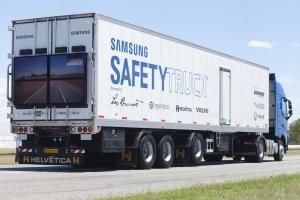 삼성전자는 2일(현지시간) 아르헨티나 라플라타에서 미디어, 정부, 파트너사 관계자 등 200여 명이 참석한 가운데, 삼성 세이프티 트럭을 처음으로 공개했다 (사진제공: 삼성전자)
