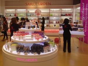 동경에 위치한 한국 화장품 편집숍인 스킨가든의  매출 상위 고객 연령대는 20대와 30대로 나타났다 (사진제공: 스킨가든)