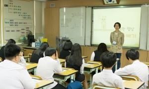 충남 대산중학교의 자유학기제 명상 수업 (사진제공: 전인교육학회)