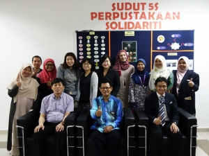 세종사이버대학교 외식창업프랜차이즈학과 이희열 교수(앞줄 왼쪽 첫 번째)와 말레이시아 이슬람 과학 대학교 관계자들이 기념촬영을 하고 있다 (사진제공: 세종사이버대학교)