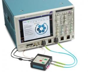 상호 연결의 효과를 특성화하고 분리하는 프로세스를 간소화 시키는 새로운 솔루션은 SignalCorrect 소프트웨어와 TSC70902 캘리브레이션 소스로 구성되며 텍트로닉스 DPO/MSO70000 시리즈 실시간 오실로스코프에서 구동된다 (사진제공: 한국텍트로닉스)
