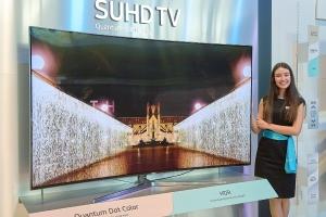 18일 포르투갈 리스본에서 열린 삼성 중남미포럼에서 삼성전자 모델이 SUHD TV를 소개하고 있다 (사진제공: 삼성전자)