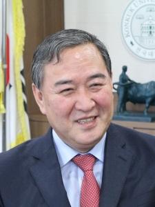 건국대 이덕만 국제비즈니스대학 교수(경제학)가 한국자원경제학회 신임 학회장으로 선출됐다 (사진제공: 건국대학교)