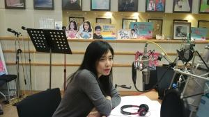 KBS 라디오 임백천의 라디오7080 에 출연 중인 지예 (사진제공: 자유무늬)