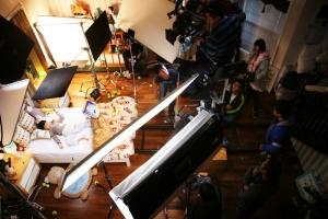 로케이션 마켓을 통해 촬영이 연결된 실제 주택  광고 촬영이 진행되고 있다. (사진제공: 로케이션플러스)