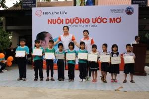 한화생명이 운영하는 한화해피프렌즈 청소년 봉사단 20여 명이 23일부터 27일까지 베트남을 찾아 다양한 봉사활동을 펼쳤다 (사진제공: 한화생명)