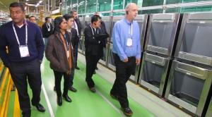 LG전자가 세탁전문점에 대한 관심이 급증하고 있는 유럽과 아시아 시장을 선점하기 위해 최근 해외 거래선을 한국으로 초청해 상업용 세탁기 전략회의를 개최했다 (사진제공: LG전자)