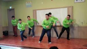 따세만사 행복기행이 보육원 재능나눔 공연을 펼쳤다 (사진제공: 한국보건복지인력개발원 사회복무교육본부)