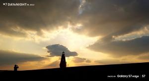 갤럭시 S7으로 촬영한 안태영 작가의 황금빛 하늘 속 (사진제공: 삼성전자)